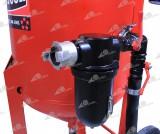 Пескоструйный аппарат BLASTCOR-200 оснащен высокоэффективным воздушным фильтром-масловлагоотделителем «MMS», осуществляющим очистку воздуха поступающего в аппарат от компрессора